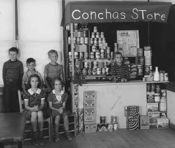 Children at the Conchas Store